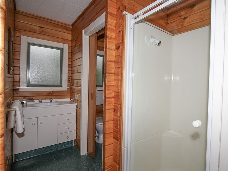 Two bedroom motel bathroom